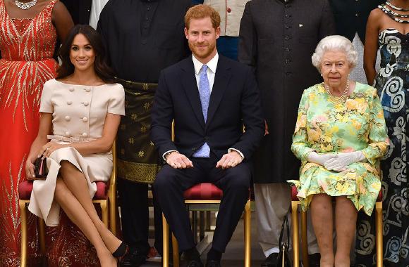 Prens Harry ve Meghan'dan kraliyete veda
