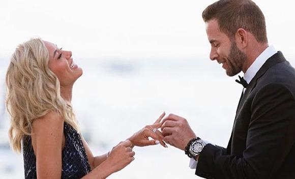 Tarek El Moussa nişanlandı